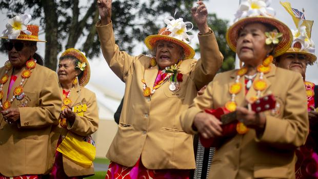 People from the South Pacific island of Niue welcome the royal visitors as they arrived for a wreath laying ceremony at Mount Roskill War Memorial in Auckland (Victoria Jones/PA)