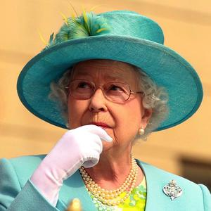 The Queen arrives to inspect The Queen's Company
