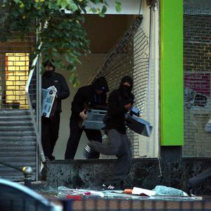 Looters run from an electronics store near New St Station, Birmingham