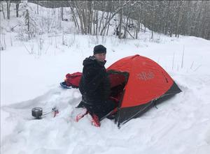 Darren Hardy setting up camp in the Arctic (Handout/PA)