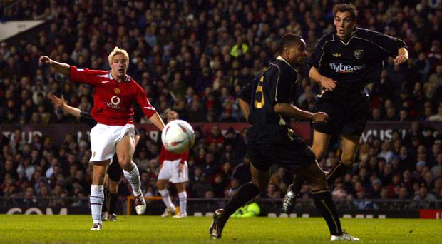 Manchester United's Alan Smith shoots wide of the far post in the FA Cup against Exeter