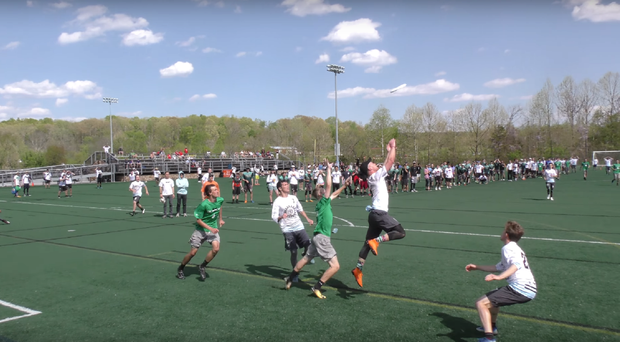 A Georgetown player rises for the frisbee (Akshat Rajan/YouTube)