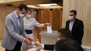 Syrian President Bashar Assad and his wife Asma, voted in Damascus at the Ministry of Presidential Affairs (Syrian Presidency via AP)