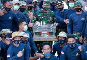 Vital discovery: Indonesian Navy personnel with the flight data recorder from Sriwijaya Air flight SJ-182