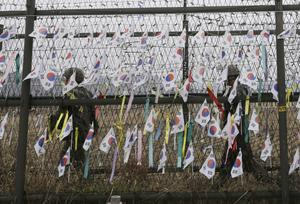 South Korean soldiers at the border fence (Ahn Young-joon/AP)