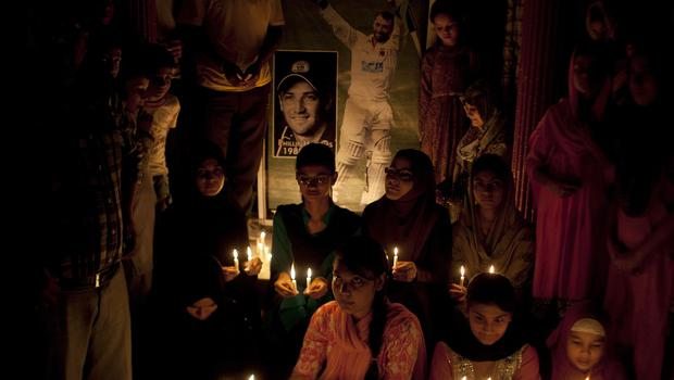 Pakistani cricket fans light candles to pay tribute to Phillip Hughes in Karachi (AP)