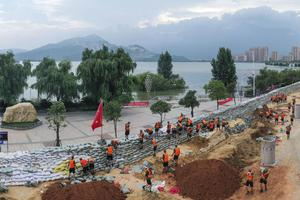 Chinese soldiers build a temporary embankment to contain Poyang Lake (Chinatopix via AP)