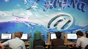 Iranians surf the Internet at a cafe in Tehran (AP)