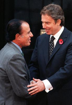 Britain's then prime minister Tony Blair meets then Argentinian president Dr Carlos Menem (Ben Curtis/PA)