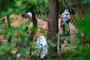 Police officers search an allotment in Hanover, Germany