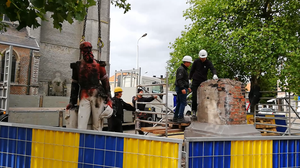 The statue had already been defaced and torched (Ilse de Schutter)