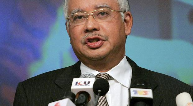 Malaysian prime minister Najib Razak urged Malaysians to give the National Front a strong mandate