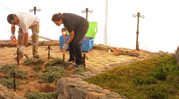 Forensic specialists open the grave of Nobel laureate Pablo Neruda (AP)
