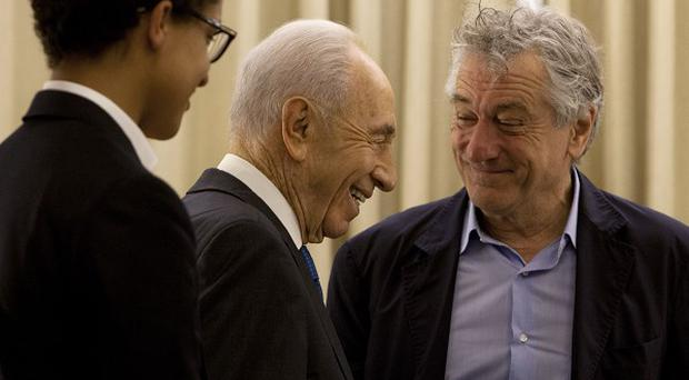 Shimon Peres walks past Robert De Niro and his son Julian Henry De Niro (AP/Sebastian Scheiner)