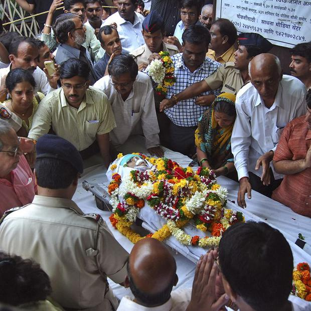 Supporters pay last respects to murdered Indian anti-superstition activist Narendra Dabholkar (AP)