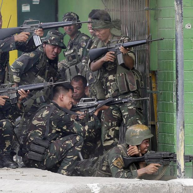 Government troopers continue their assault on Muslim rebels (AP Photo/Bullit Marquez)