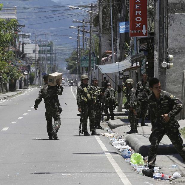 Fighting continues for the sixth day between the military and Muslim rebels at Zamboanga city in southern Philippines (AP)