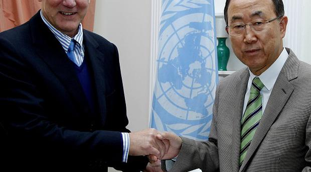 Ake Sellstrom, head of the chemical weapons team working in Syria, hands over the report to Secretary-General Ban Ki-moon (AP/United Nations, Paulo Filgueiras)