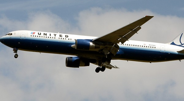 The pilot of a United Airlines plane has died after making an emergency landing.