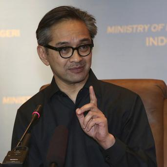 Indonesian foreign minister Marty Natalegawa speaks out over claims that Australia tapped President Susilo Bambang Yudhoyono's mobile phone.