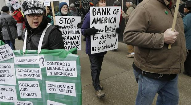 Detroit city workers protest outside court while awaiting the bankruptcy decision (AP)