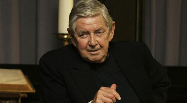 Ralph Waite who played the father in TV series The Waltons has died in Palm Springs (AP)