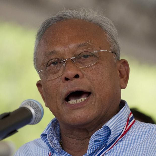 Anti-government protest leader Suthep Thaugsuban addresses a press conference in Bangkok (AP Photo/Sakchai Lalit)