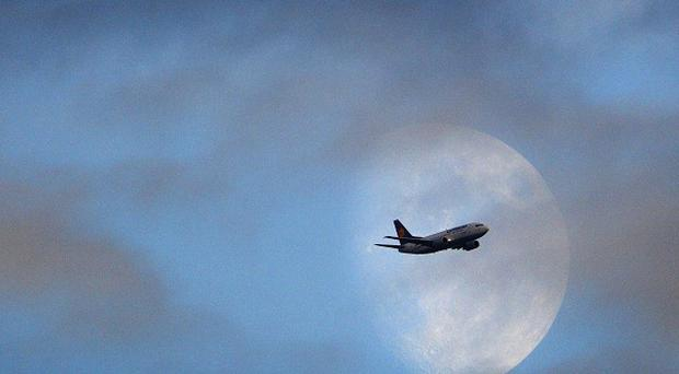 Flights have resumed to and from Australia after they were suspended due to clouds of ash from an Indonesian volcano.