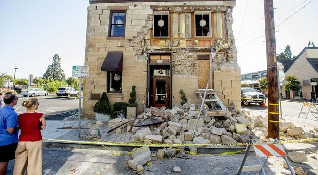 Pedestrians examine the crumbling facade at the Vintner's Collective tasting room in Napa, California, after an earthquake (AP)