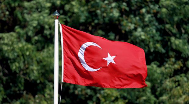 Turkish police defused an improvised bomb found in a mall in an eastern suburb of Istanbul