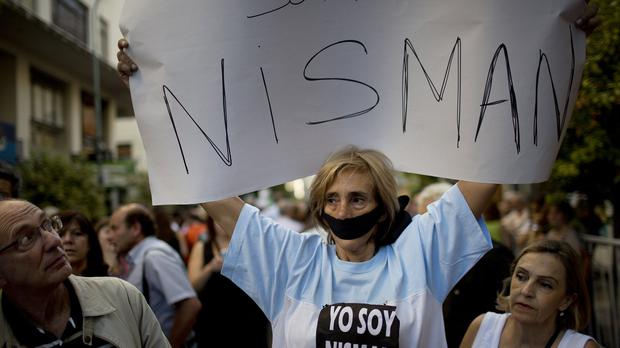 A woman holds a sign that reads 'I am Nisman' after the death of a prosecutor who had accused Argentina's president of a criminal conspiracy (AP)