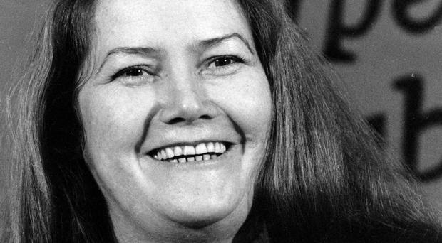 An obituary describing Thorn Birds author Colleen McCullough as plain and overweight has provoked worldwide anger
