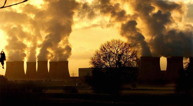 The worldwide energy sector produced 32.3 billion tons of carbon dioxide last year, the same as in 2013, a study says