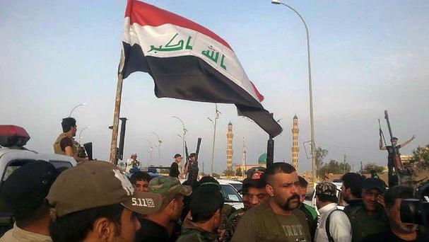 Iraqi security forces and tribal fighters gather in central Ramadi before attacking Islamic State extremists. (AP)