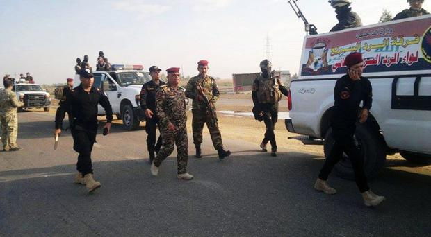Iraqi security forces and tribal fighters regain control of Haouz neighborhood in Ramadi. (AP)