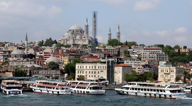 Assailants have fired shots at the police who guard Istanbul's Dolmabache Palace