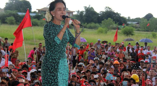 Burmese opposition leader Aung San Suu Kyi delivers a speech during the election campaign. (AP)