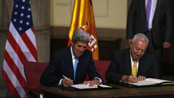 US Secretary of State John Kerry, left, and Spain's Foreign Minister Jose Manuel Garcia-Margallo sign the agreement. (AP)