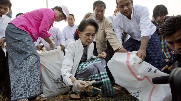 Aung San Suu Kyi, centre, leads a clean-up drive in the Kawhmu township