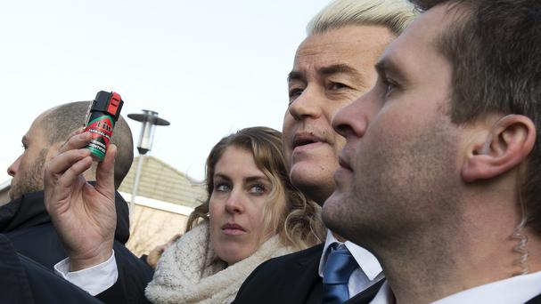 Geert Wilders handing out
