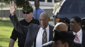Bill Cosby waved as he arrived at the courthouse (AP)