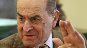 Dr Henry Heimlich describes the manoeuvre he developed to help clear obstructions from the windpipes of choking victims (AP)