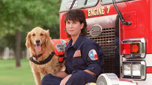 Denise Corliss and her search dog Bretagne in 2002. (D Fahleson/Houston Chronicle via AP)