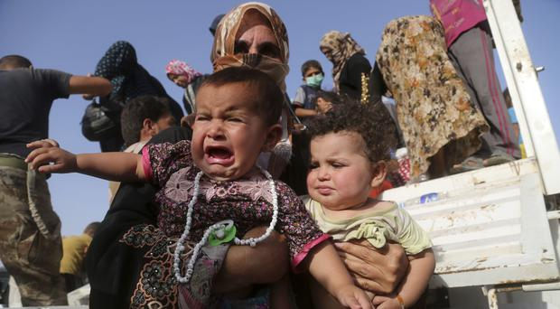 Iraqi families displaced during fighting between Iraqi security forces and the Islamic State group (AP)