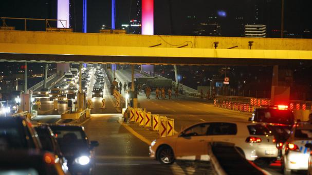 Turkish soldiers block Istanbul's Bosporus Bridge (AP)