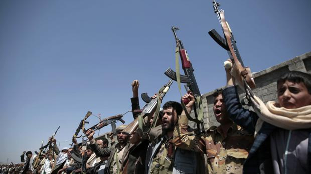 Tribesmen loyal to Houthi rebels (AP)
