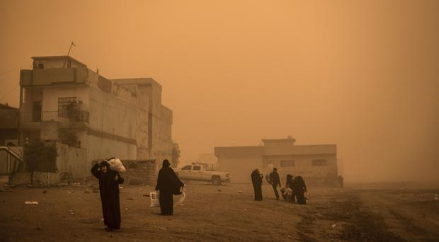 Civilians flee Mosul due to Islamic State shelling (AP)