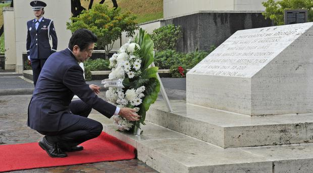 Shinzo Abe places a wreath at the National Memorial Cemetery of the Pacific's Honolulu Memorial (The Star-Advertiser /AP)