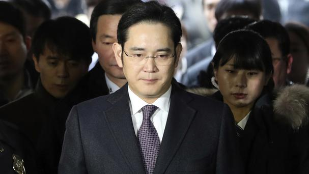 Independent counsel questions Samsung chief again over bribery allegations