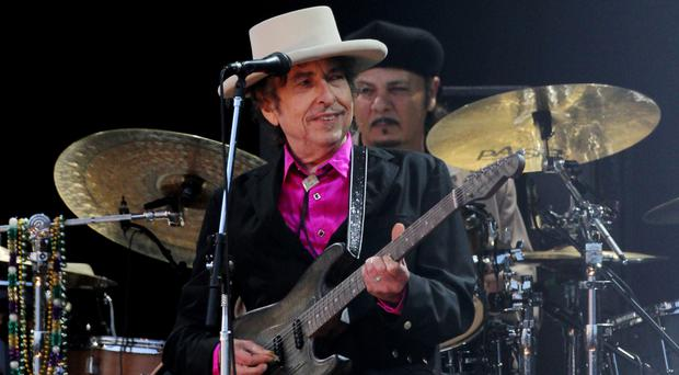 Nobel literature winner Bob Dylan will meet with members of the Swedish Academy this weekend and they will hand over his Nobel diploma and medal.